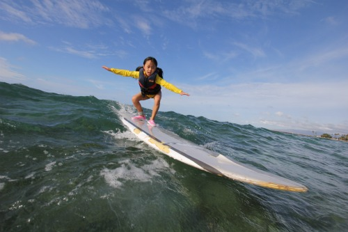 surfing-lessons-in-hawaii-little-girl